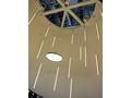 ライン状LEDモジュール「L-system」による光の演出。色温度が高く、青白い光が確認できる。