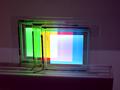 RGBの有機ELパネルを重ね合わせて、白色を表現。これにより、光の三原色が学べる。